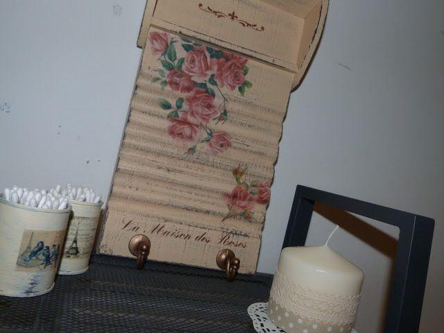 Tabla de Lavar/Colgador decorada con decoupage y estarcido