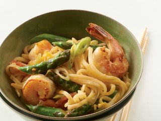 Shrimp and Asparagus Stir-Fry with Rice Noodles http://www.prevention.com/food/healthy-recipes/31-healing-recipes-you-cant-live-without/grass-fed-beef-burgers-blue-cheese-sauce