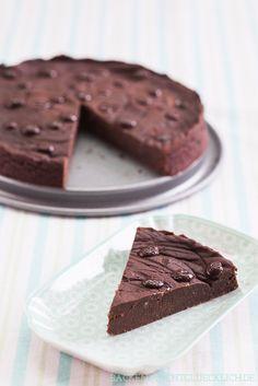 """Backen macht glücklich   """"Cleaner"""" Schokoladen-Kuchen ohne Mehl, Butter, Ei, Zucker   https://www.backenmachtgluecklich.de"""