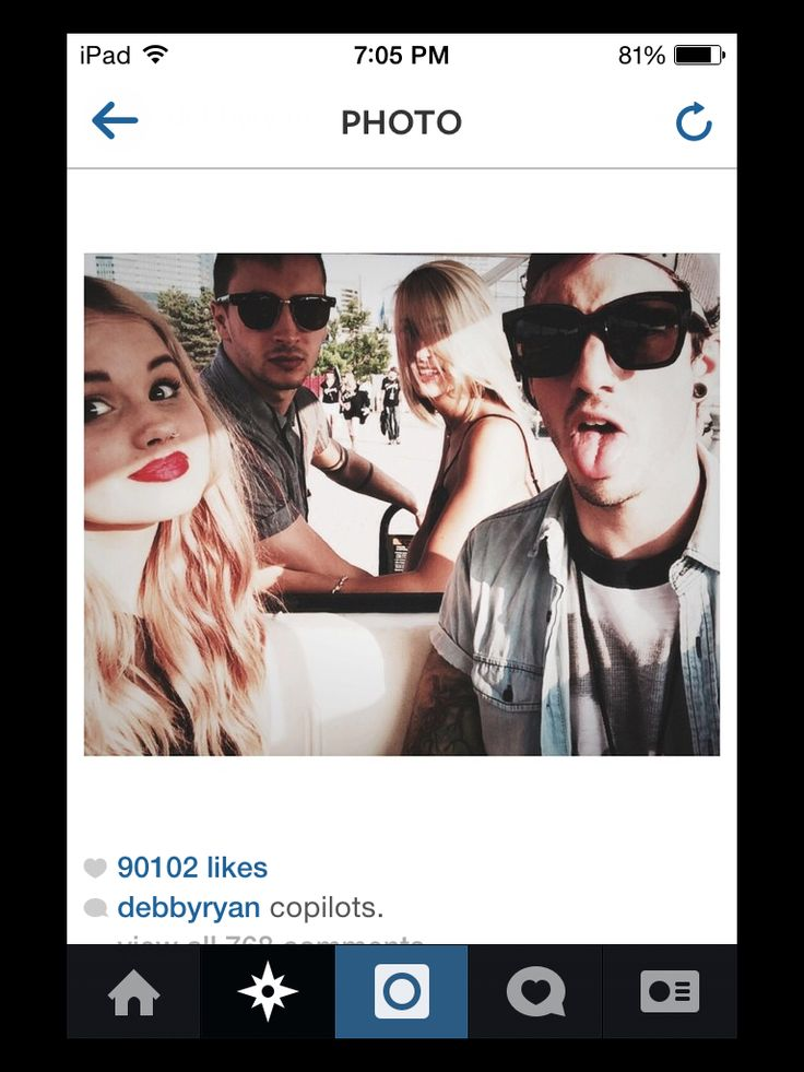 Twenty One Pilots. Stay street Stay alive. Clique. Tyler Joseph, Jenna Black, Josh Dun, and Debby Ryan.