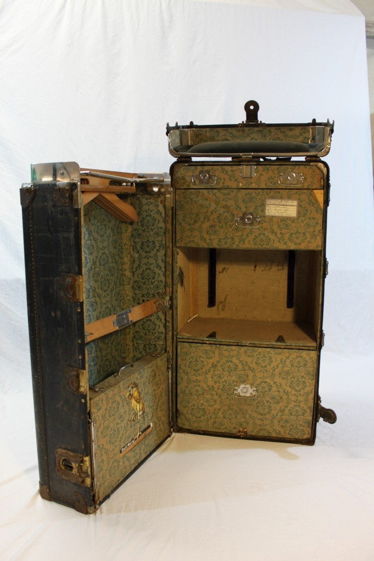 Steamer Trunk Furniture 95 Best Antique Steamer Trunks Images On Pinterest Steamer Trunk
