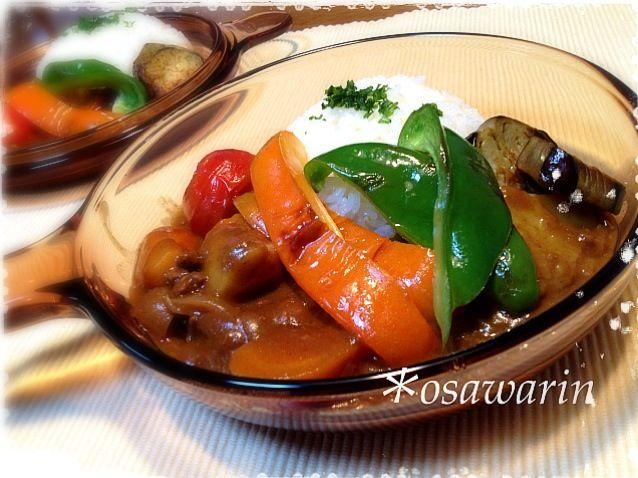 玉ねぎ、じゃがいも、人参、茄子、ピーマン、パプリカ、トマト。 入っている野菜全てが自家栽培のカレー。 - 74件のもぐもぐ - 夏野菜カレー♪ by osawarin