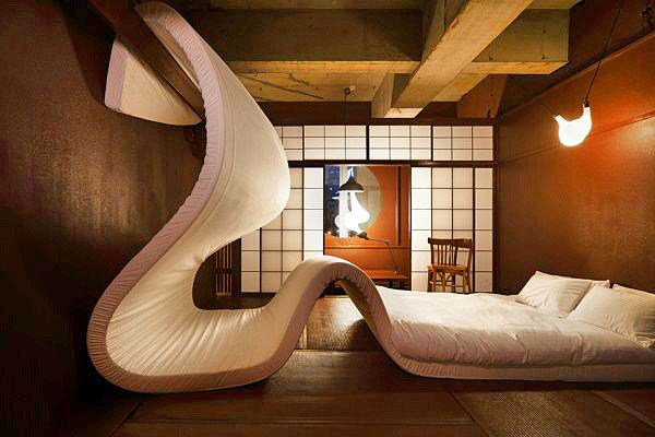 Hotel Lloyd Tokio ha creado un increíble hotel efímero, con habitaciones temáticas diseñadas por profesionales del interiorismo.