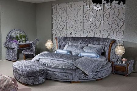 Bedroom with a round bed ;)