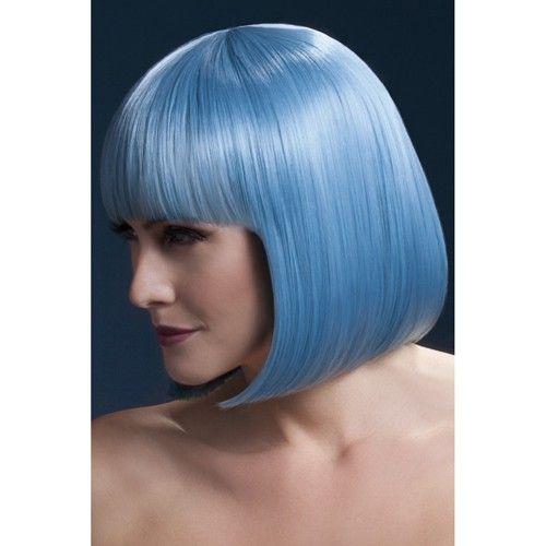 Korte Stijle Pruik - Pastelblauw  De pastelblauwe haren van deze korte pruik met boblijn zien er verleidelijk uit. Wil jij ook wel eens een ander kleur haar hebben maar wil je niet je haar verven? Kies dan voor deze mogelijkheid. De pruik zit erg lekker en heeft een goede pasvorm.  De natuurlijke look van de pruik is te danken aan de goede kwaliteit kunsthaar dat erg flexibele is. Wil jij dit ook wel eens proberen? Kies dan deze mooie korte pruik van Fever.
