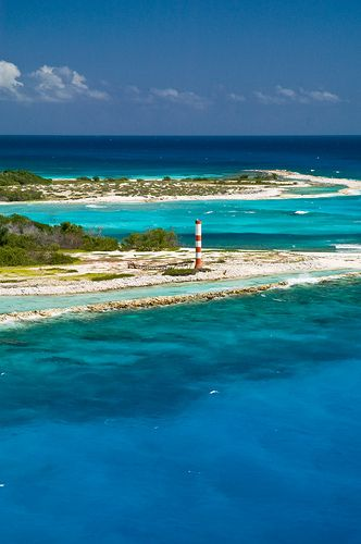 Todos los azules  Isla de La Tortuga, antiguo refugio de piratas, en el Mar Caribe, Venezuela.