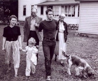 brando with children | Marlon with his family - marlon-brando Photo