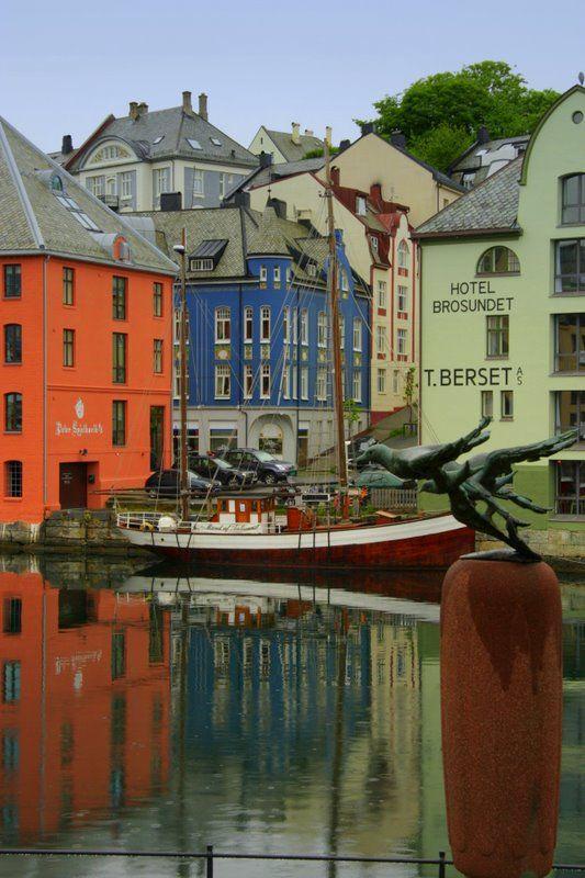 View in Alesund, Norway  Copyright: Frank Terlien