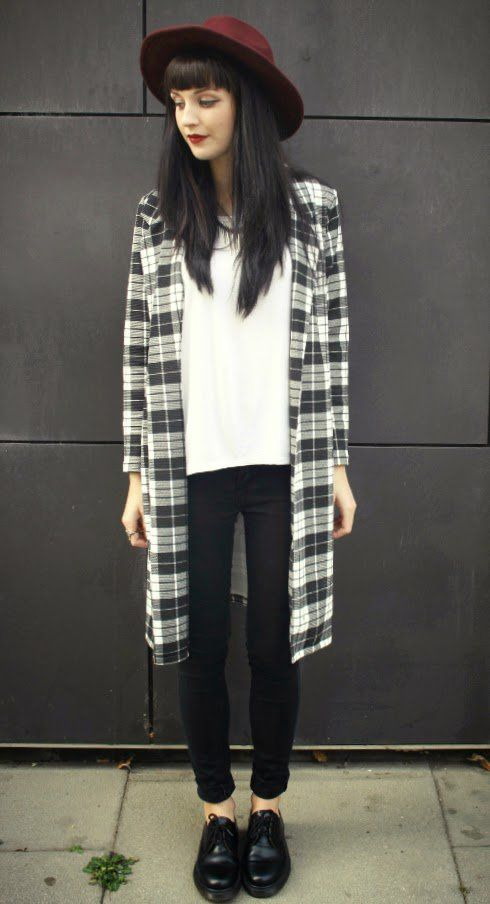 Oversized Fedora Hat, Black and White Tartan Jacket, White Tshirt & Black Pants - http://ninjacosmico.com/29-grunge-outfit-ideas-fall/