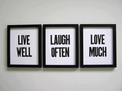.- me gusta esto para poner como cuadros decorativos con una frase linda o palabras con significado como estas!!