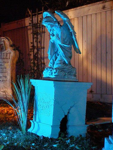 Fog Chiller Angel Monument DIY also tombstone construction.  This guy's stuff is amazing!