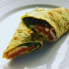 Instagram media juliehuah - Æggewrap med laks, flødeost, salat og avokado . #lchf #lchfdk #lchfkost #lchfdanmark #lchfklubben #lowcarb #lowcarbhighfat #banting #keto #paleo #glutenfri #glutenfree #food #instafood #foodporn #foodie #foodpic #æggewrap #laks #wraps