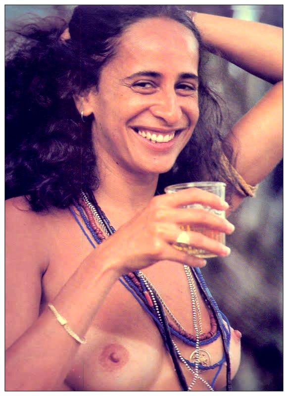 Maria Bethania. Veja também: http://semioticas1.blogspot.com.br/2012/03/betha-betha-bethania.html