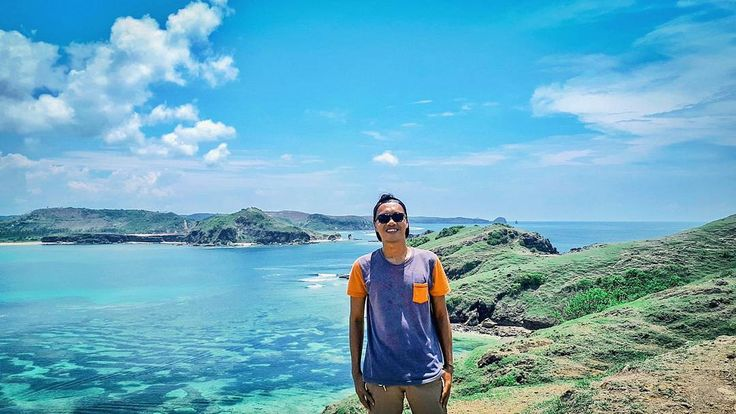 My expression is mix of exhausted and dehydrated because Merese truly hot that day!! But view from top make it worth to climb there .  #blohisme #ngaku2traveler  #homeheartindonesia