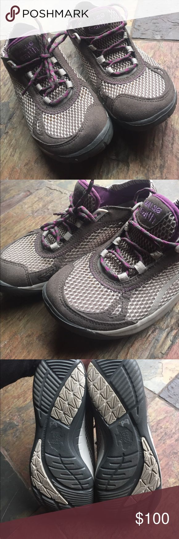 Kalso Earth Shoe 6.5 🌏 *Like New* Kalso Earth Shoes size 6.5 Like New Adorable Shoes Athletic Shoes