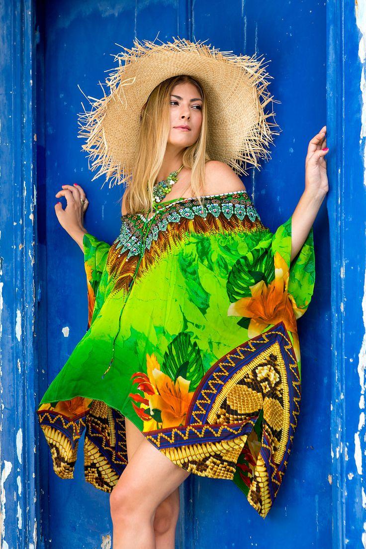 Exotic Green Καφτάνι ένα πανέμορφο κομμάτι με ζωηρά χρώματα στολισμένο με Swarovski θα το λατρέψετε!