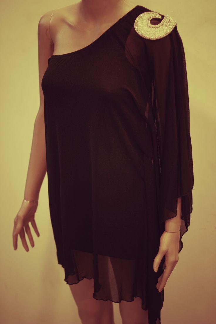 One shoulder romance of one-piece dress. #Dress #LadiesWear #OnlyGopal