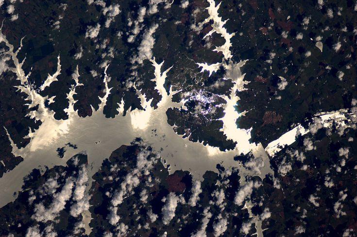 La terra vista dallo spazio, sembra disegnata.