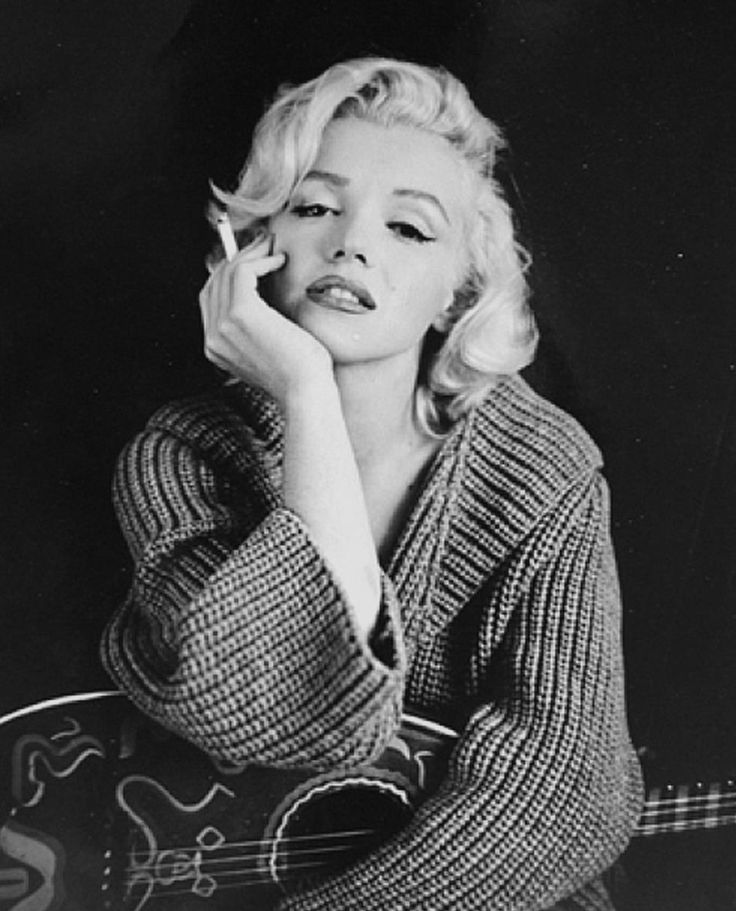 Marilyn Monroe posing with a guitar!