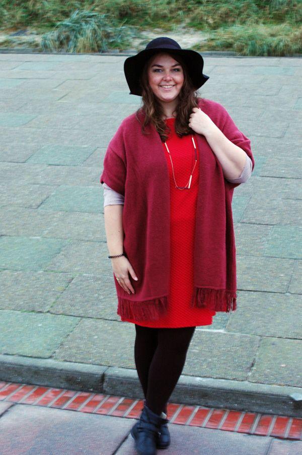 Poncho Primark bordeaux marsala Kleid rot Filzhut Trend Herbst Winter dress red hat fall