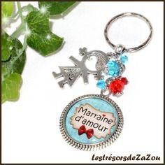 """Porte clefs à cabochon à texte """" marraine d'amour"""" et perles de verre - idée cadeau marraine"""