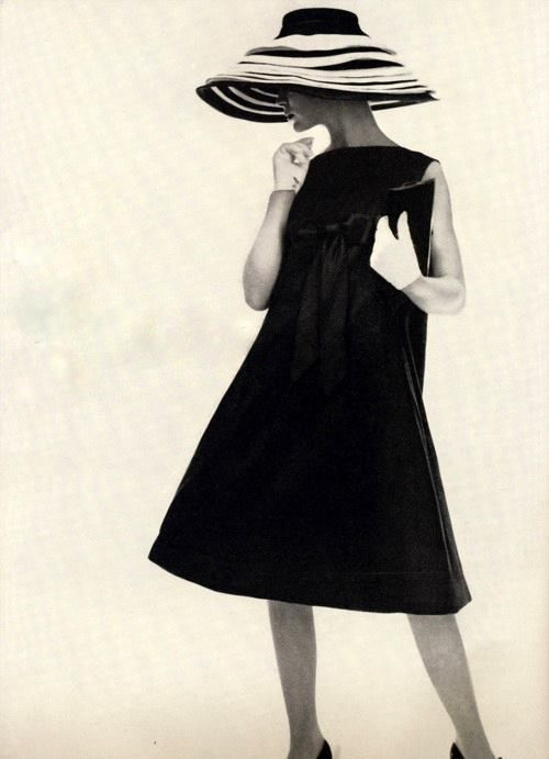 Photo by Irving Penn, 1958 Dior trapeze line by Yves St. Laurent.