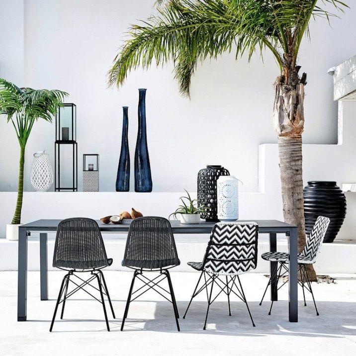 chaise-en-resine-tressee-et-metal-noire-blanche-zigzag