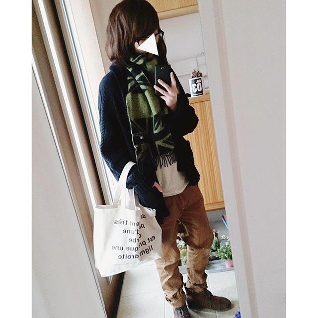 natsu_mochi寒い1日でした(´ϖ`) また分厚いカーデを引っ張り出しました。 おやすみなさいzzz  #今日のコーデ #今日の服 #無印良品 #R.NEWBOLD #andit #カーディガン #サルエルパンツ