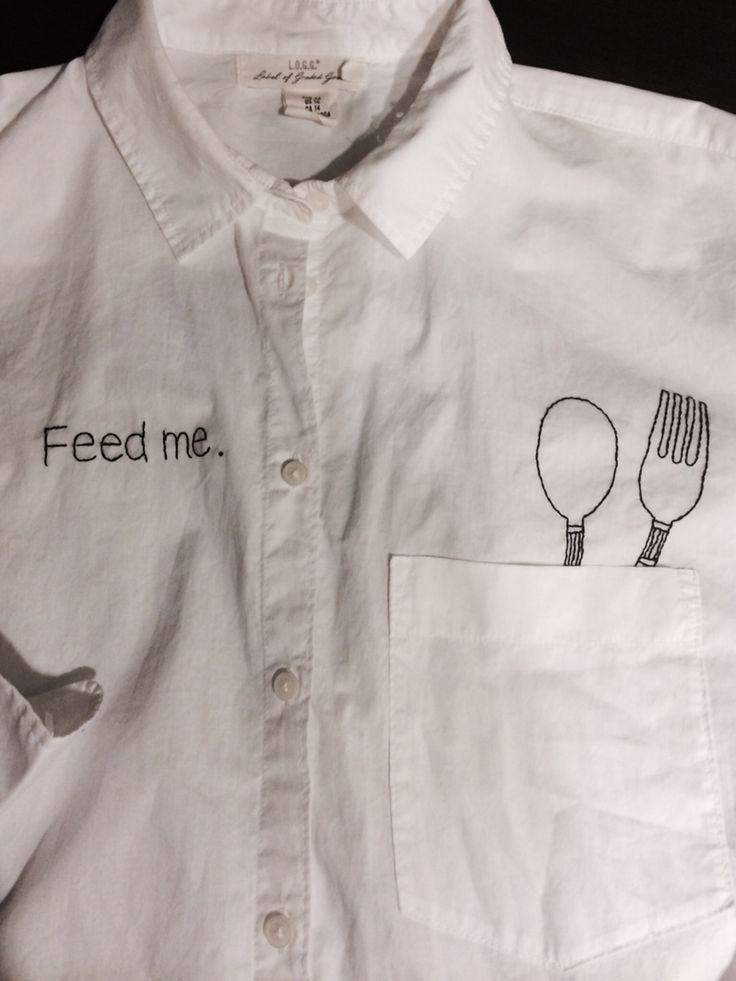 白シャツにスプーン&フォークを刺繍。