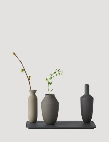 Balance vases turn classic design into new perspectives with the clever use of magnets set into the base of the vases. The magnets allow the sculpted vases to balance confidently on top of the accompanying tray to make a bold silhouette that is striking with or without the addition of flowers. The vases are cast in coloured clay, while the tray is made from powder coated steel and can be arranged as desired to offer a personalised look to suit each setting.
