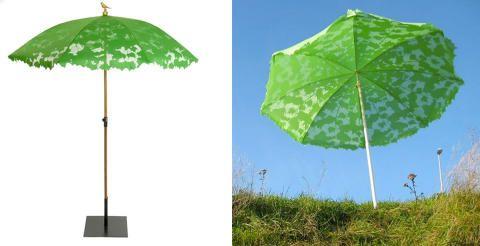 I DET GRØNNE: Parasollen fra Droog blir garantert å friske opp enhver uteplass.  Foto: Droog/Designdelicatessen.dk