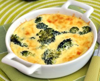 BROCCOLI AND CHEESE PIE - low carb - Only 4 net carbs for the whole thing! Comfort food! It has ham in it but it could easily involve bacon! :)