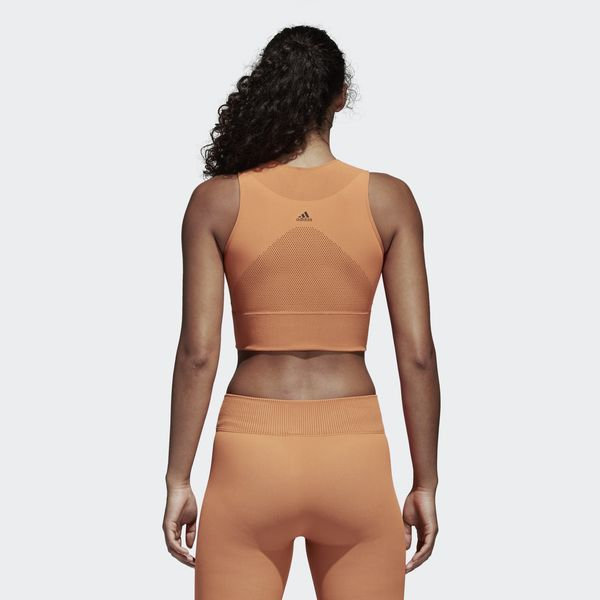Give yourself every advantage when you spend time in the gym.   This women's training crop top offers a snug fit and seamless construction that helps you move with ease. It's made of stretchy blended fabric and includes breathable Climacool to manage heat and moisture. Targeted ventilation zones provide extra comfort. The warp knit build offers a two-tone look.