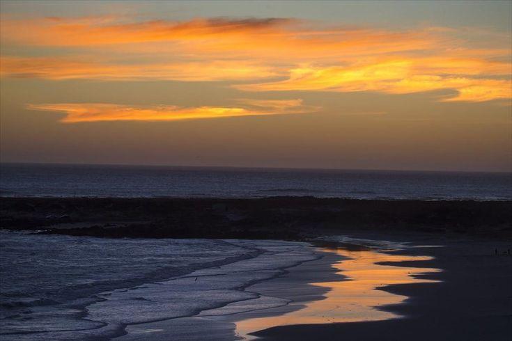 Ηλιοβασίλεμα σε παραλία του Κέιπ Τάουν, στη Νότια Αφρική