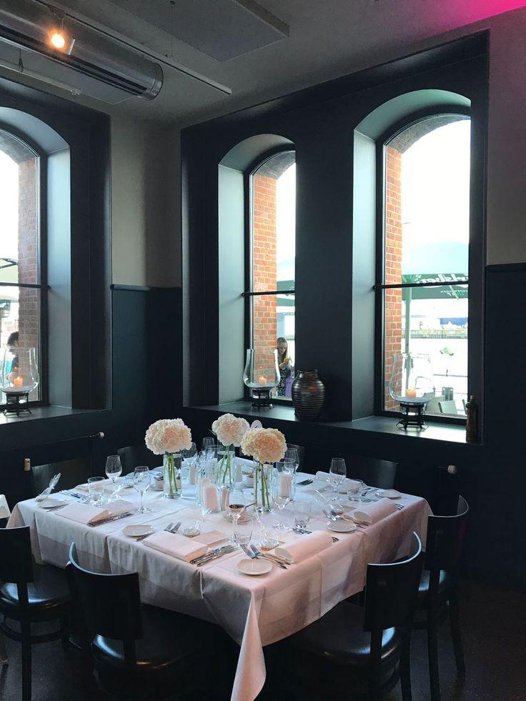 Italienisches Restaurant, klassisch und schick, weiße Tischdeko mit Hortensien - Wedding / Hochzeit