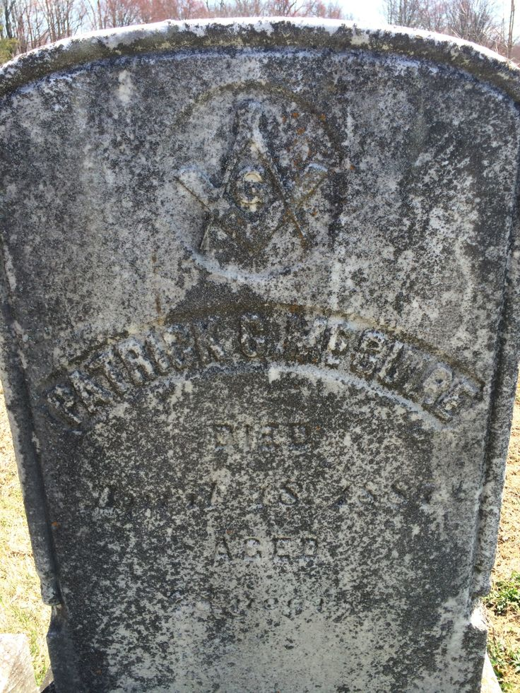 Found in Old Tennent Cemetery in Manalapan, NJ. Looks like a Masonic symbol