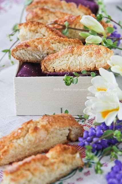 Ricetta biscotti morbidi alle mandorle. Almond soft cookies italian recipe. DolcélaVita food_photography