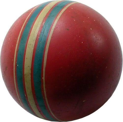 Резиновый мяч. Самая популярная и доступная игрушка. Повредить его было очень не просто. Не всякая собака могла прогрызть. Иной раз наезжал автомобиль и мяч выживал.
