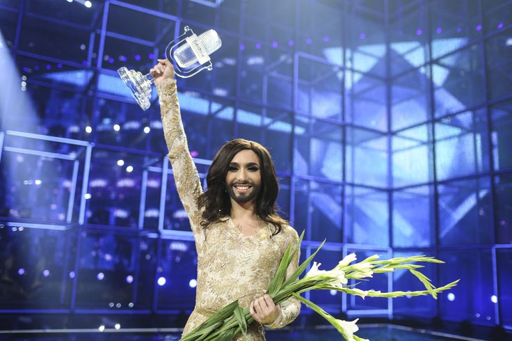 #ESC: #UdoJürgens verneigt sich vor #ConchitaWurst #ESC2014 #Eurovision #Eurovision2014 #EurovisionSongContest #TeamWurst #Wurst #JoinUs › Stars on TV