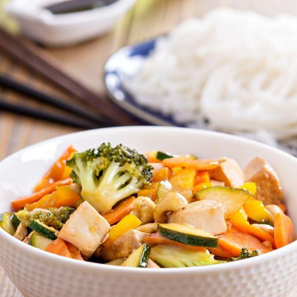 Tofu aux légumes en papillotes végétariennes.