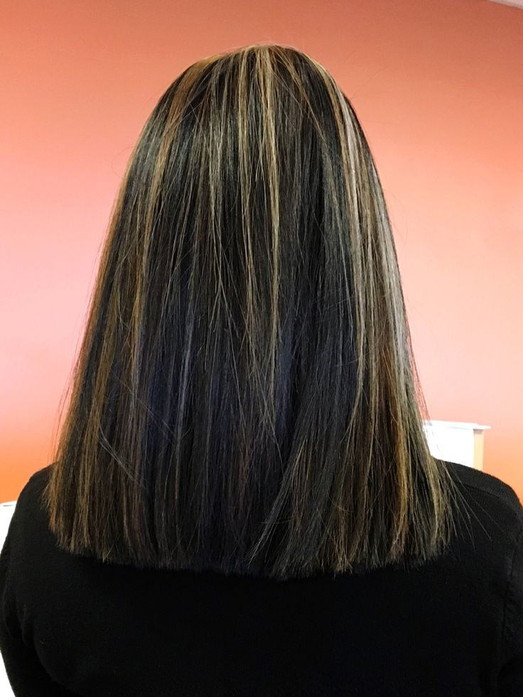 Black hair with blonde highlights. #bluntcut #blackhairwithhighlights