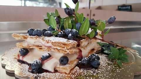 Torta sfoglia con crema al mirto - FreeGustoso - Macomer