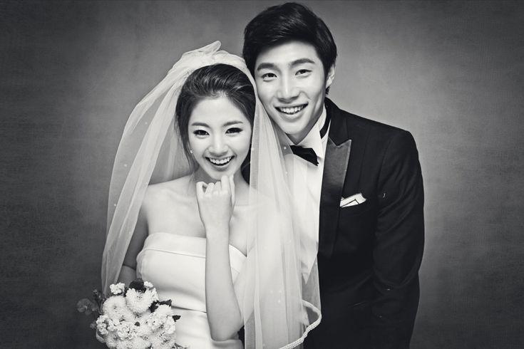 Korea Pre-Wedding Photography in Studio & Dosan Park, Seoul – 2016 Sample
