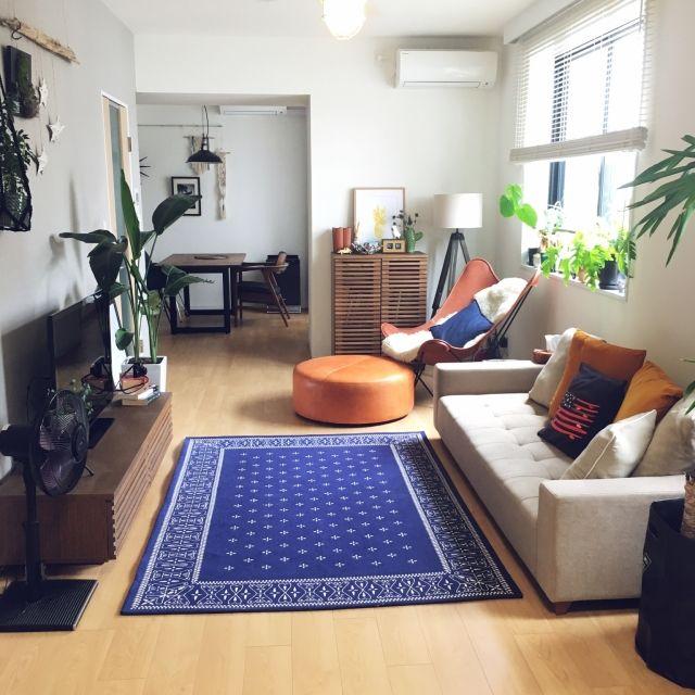 peanutsさんの、ソファ,journal standard Furniture,バンダナラグ,イームズチェア,ウッドブラインド,シーリングファン,フィッシャーマンズペンダントライト,マスターウォールのテーブル,西海岸インテリア,BKFチェア,花のある暮らし,IKEA,チェルキオ,植物のある暮らし,ポスターのある部屋,unico,部屋全体,のお部屋写真