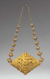 Large Bead Pendant, Mali/Sénégal. Cf. Garrard, T., Gold of Africa, Geneva, 198...