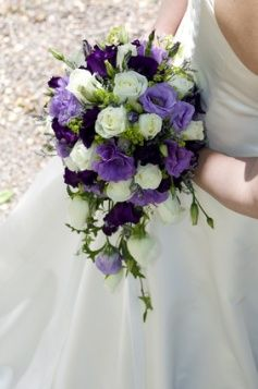 Viewing bridal bouquet flower pictures is a great way to get ideas for your own bridal bouquet.      If you are unsure of the type of bouquet you want or even the type of flowers then this is a good way to start.
