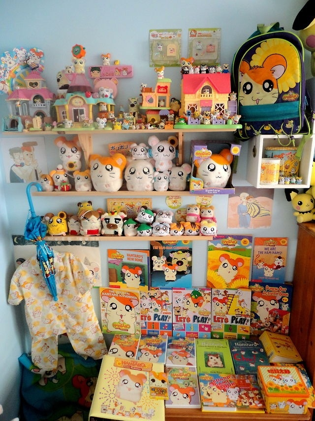 Hamtaro! I would have killed for this stuff when I was a kid, oh wait... i am a kid >.>