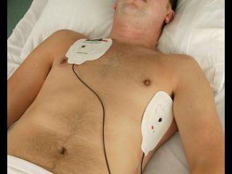 position des herzens position des herzens Das Herz liegt zu 2/3 auf der linken und zu 1/3 auf der rechten Seite des Brustkorbes hinter dem Brustbein.position des herzens Das Herz liegt schräg im Brustkorb zwischen den beiden Lungenflügeln.position des herzens Die Herzspitze zeigt nach links vorne.