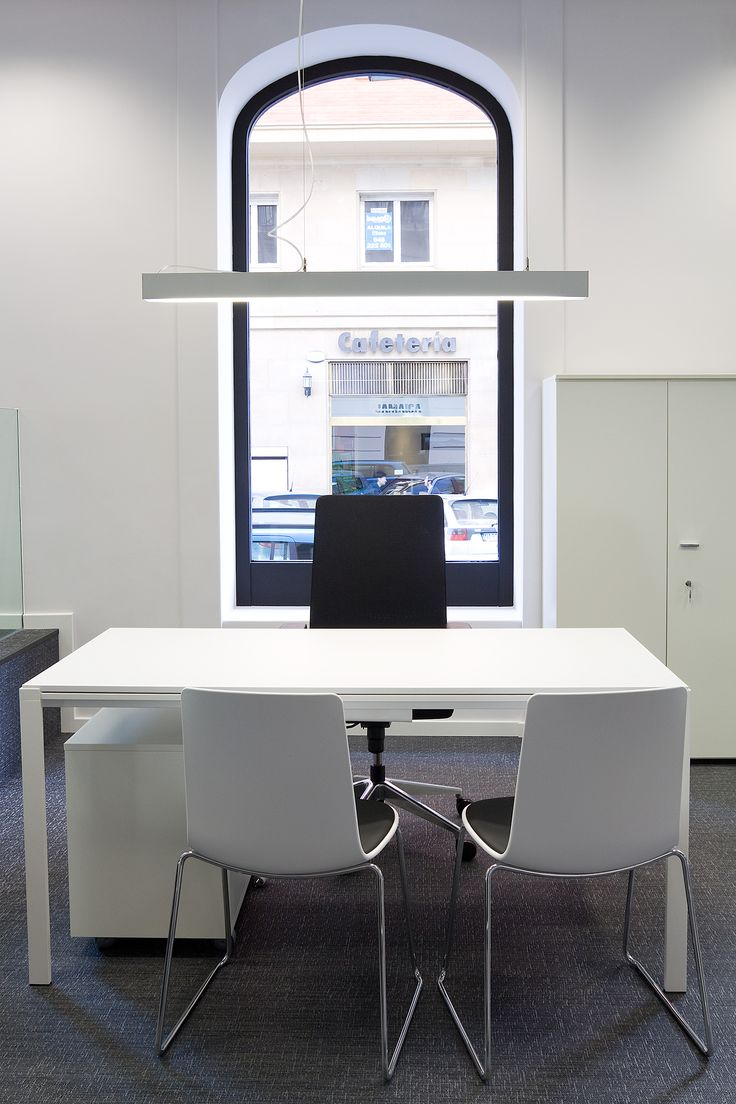 Enea's #Way table and #lottushigh chairs at  Mutua Avenir's offices in Pamplona (Spain).