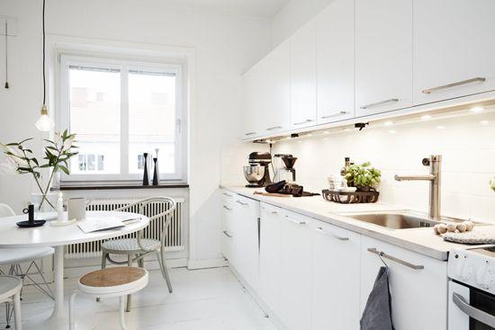 A bright scandinavian apartment for sale in Lärlingsgatan, Sweden via Västanhem
